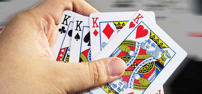 Cách xếp bài lấy tứ quý khi chơi bài bịp trong game bài Tiến Lên