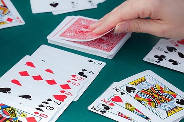 Hướng dẫn luật chơi game bài Phỏm chi tiết từ A-Z cho người mới bắt đầu