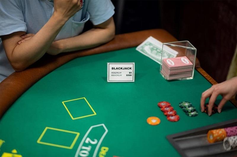 Top 3 thủ thuật chơi bài Blackjack nâng cao tỷ lệ thắng trước vạn đối thủ
