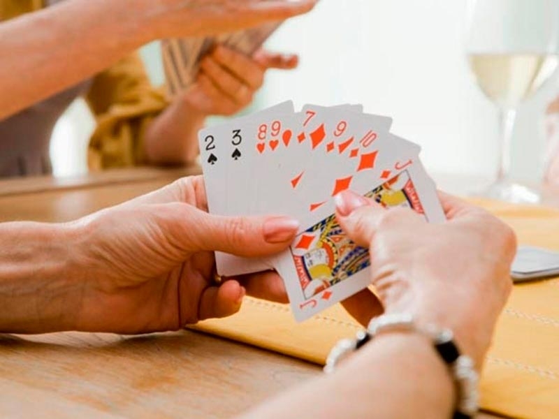 Chiến thuật gửi bài phỏm siêu đỉnh trong game bài đổi thưởng trực tuyến